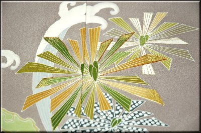 画像3: (訳ありアウトレット品)■松に波 金駒刺繍 金彩加工 色留袖■