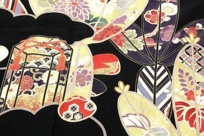 画像1: (訳ありアウトレット品)■貝桶に貝合わせ 松竹梅 手描き 金駒刺繍入り 浜ちりめん 正絹 黒留袖■