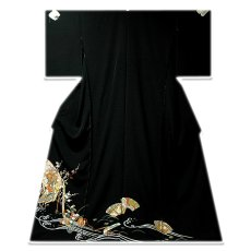 画像1: ■手縫いお仕立て付き! 豪華 金駒刺繍 几帳に御所車 扇面 正絹 黒留袖■ (1)