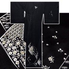 画像2: ■「贅沢な総刺繍」 黒色 柄全てが細やかな刺繍 七宝 菊梅笹 高級ちりめん生地使用 正絹 付下げ 訪問着■ (2)
