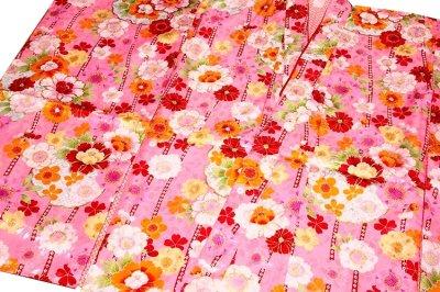 画像1: ■可愛らしいピンク色系 花模様 煌びやかな金彩加工 地模様 女児七才 四ッ身 七五三 着物■