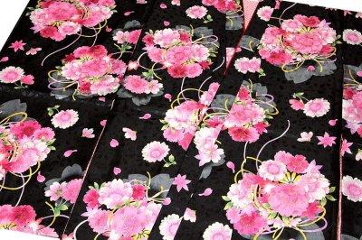 画像1: ■黒地 可愛らしい花柄 煌びやかな金彩加工 地模様 女児七才 四ッ身 七五三 着物■