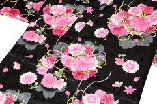画像3: ■黒地 可愛らしい花柄 煌びやかな金彩加工 地模様 女児七才 四ッ身 七五三 着物■ (3)