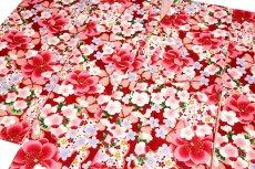 画像2: ■美しい桜柄 赤色系 花模様 煌びやかな金彩加工 地模様 女児七才〜十才 四ッ身 七五三 着物■ (2)
