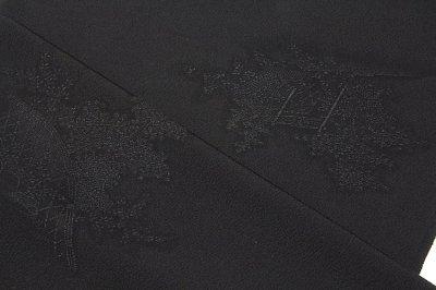 画像1: ■【訳あり】「登録 香葉牡丹:柳美」 光悦垣地紋 1ッ紋【五三桐】 八丁撚糸使用 丹後ちりめん生地 飛び柄 C.P.スーパーソフトガード加工済み 黒色 反物 礼装用  黒羽織 和装黒コート 正絹 羽尺■