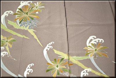 画像2: (訳ありアウトレット品)■松に波 金駒刺繍 金彩加工 色留袖■