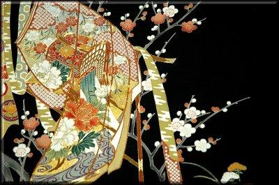 画像3: ■手縫いお仕立て付き! 豪華 金駒刺繍 几帳に御所車 扇面 正絹 黒留袖■