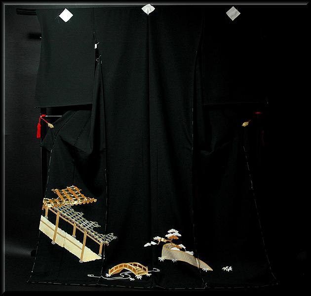 画像1: ■手縫いお仕立て付き! 豪華 金駒刺繍 黒留袖■ (1)
